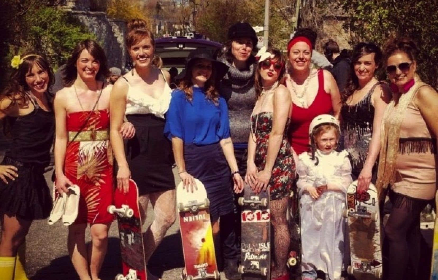 Myriam Verreault (chapeau noir) a réalisé le segment de Montréal, en donnant la vedette à un groupe de filles planchistes, les skirtboarders, qui se battent contre la tyrannie de l'apparence.
