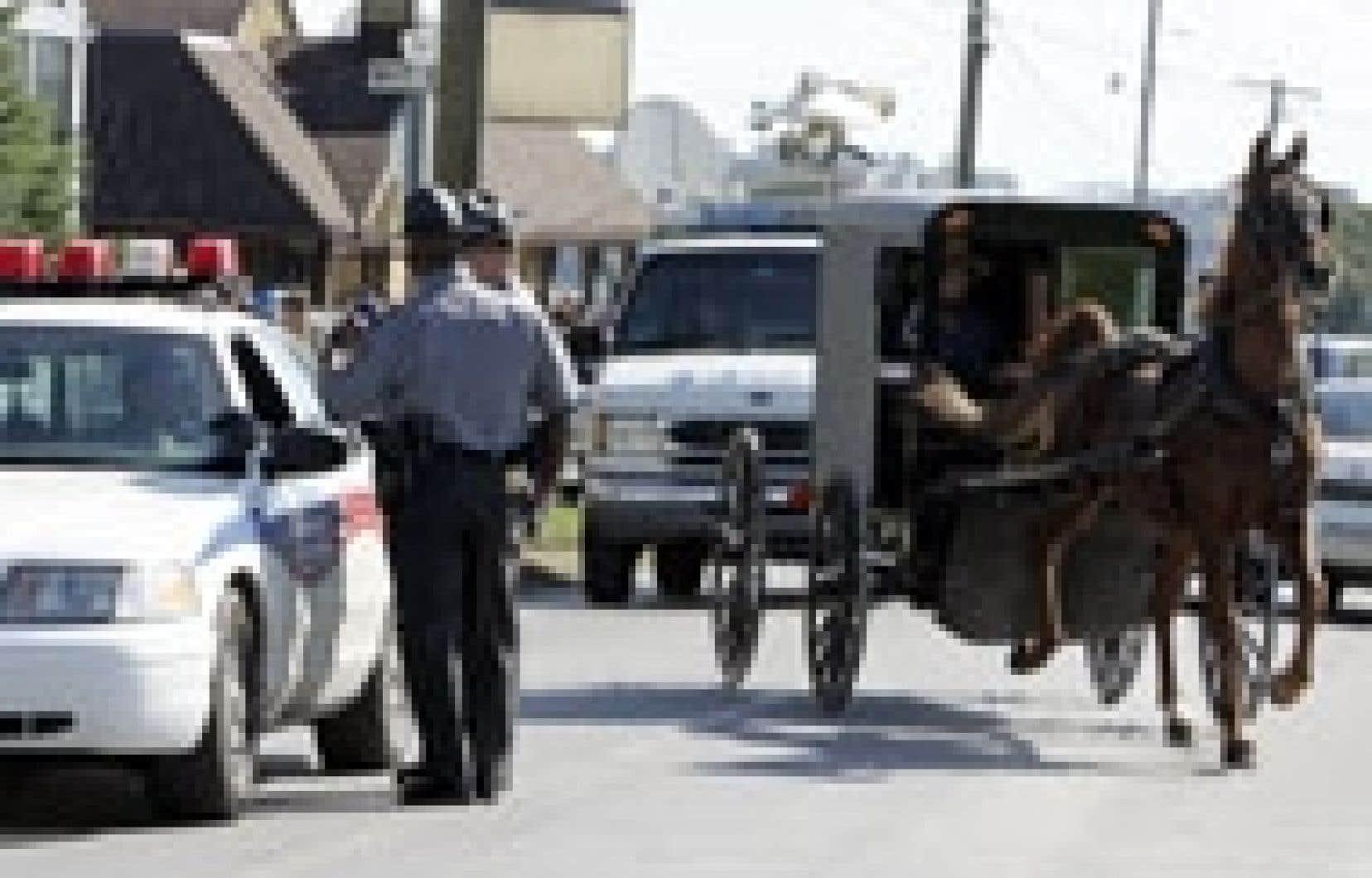 La communauté amish de Nickel Mines, en Pennsylvanie, a été envahie par les policiers et les représentants de la presse, hier, après l'attaque d'une école au cours de laquelle quatre fillettes ont été tuées et sept autres ont été blessées