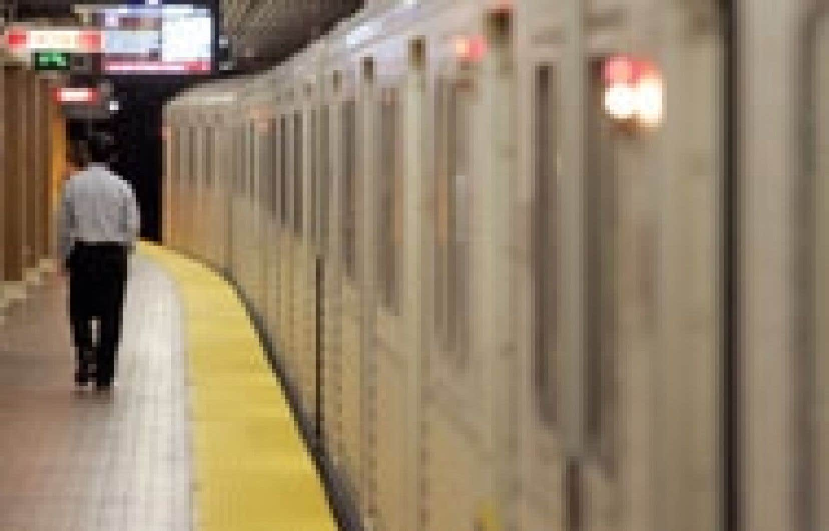 L'opposition au financement du projet du métro de Toronto est venue de conseillers en désaccord avec le fait que le contrat soit accordé unilatéralement, sans appel d'offres, à Bombardier.