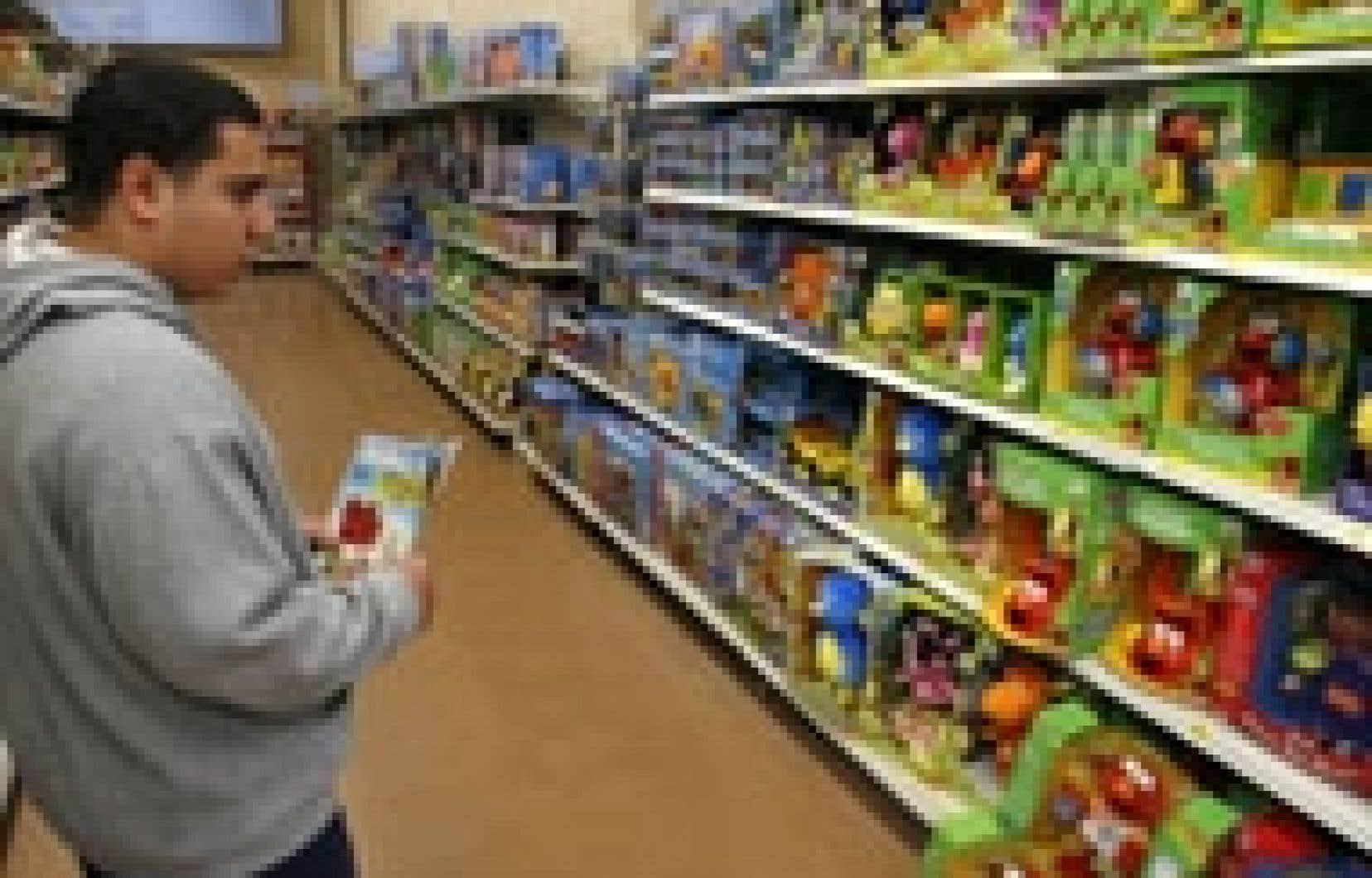 La hausse des infractions chez Wal-Mart pourrait découler de l'instauration de normes de travail et environnementales plus sévères dans la soixantaine de pays où elle achète des vêtements, des jouets, des souliers et d'autres produits.