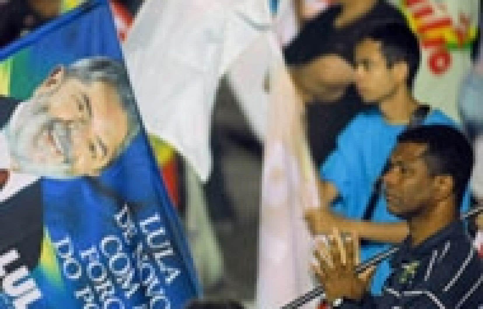 Des partisans de Lula lors d'une rencontre électorale à Belo Horizonte.