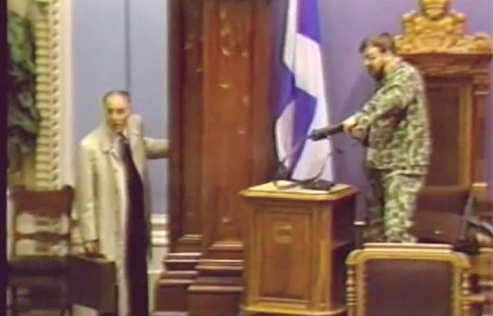 Denis Lortie et le négociateur René Jalbert apparaissent sur les bandes vidéo de l'Assemblée nationale.