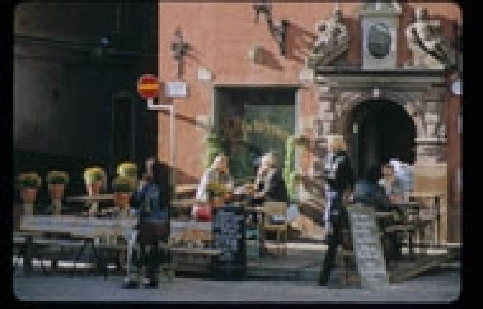 Une terrasse de Stortorget, l'agréable grande place de Gamla Stan.