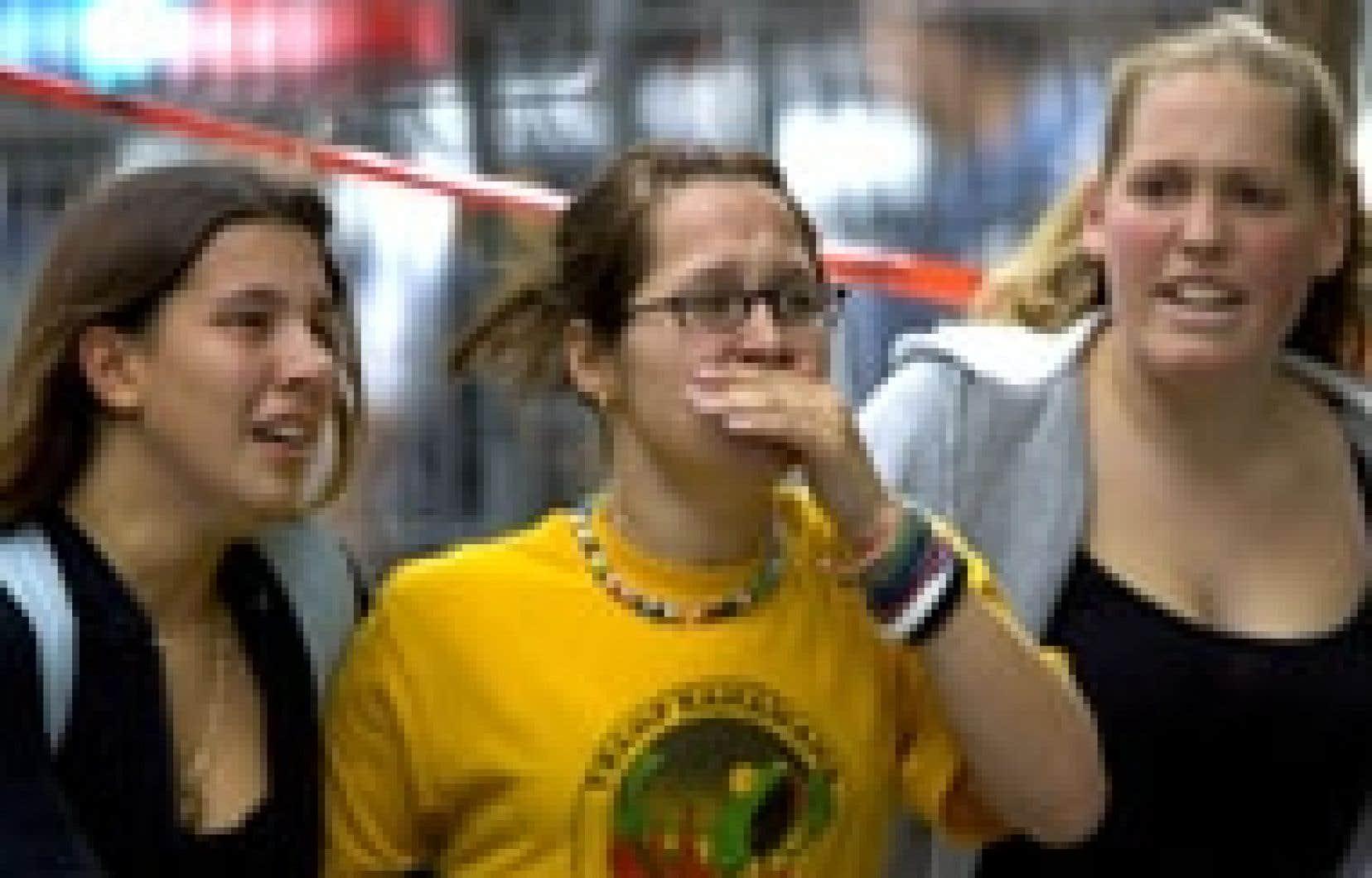 Les étudiants qui fréquentent le Collège Dawson ont rapidement évacué l'établissement. Le drame qui se jouait à l'intérieur avait de quoi troubler ces jeunes femmes.