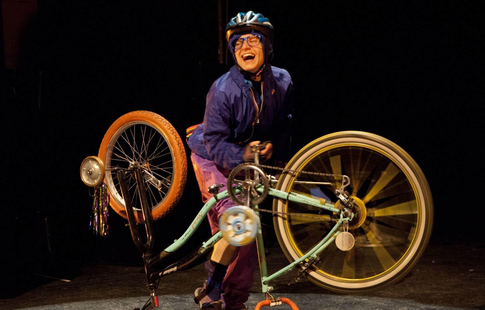 Un tragique concours de circonstances, raconté avec brio, nous mène à l'improbable mort d'un cycliste dans Une série de petits détails de Charles-Émile Fecteau.