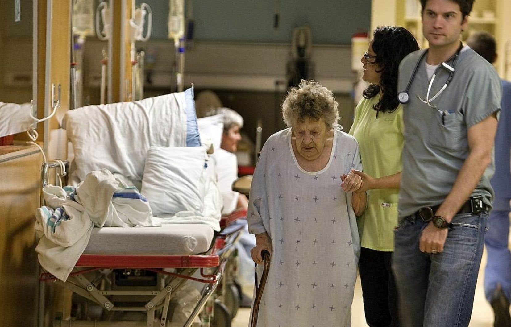 Selon l'Association québécoise d'établissements de santé et de services sociaux, les supercliniques proposées par le gouvernement libéral ne sont peut-être pas la bonne réponse pour répondre aux malades chroniques.