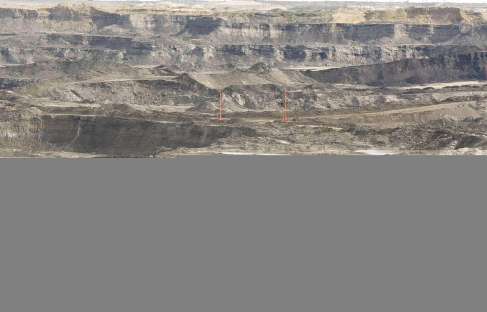 L'exploitation des sables bitumineux qu'encourage le gouvernement Harper coûte cher aux Québécois.