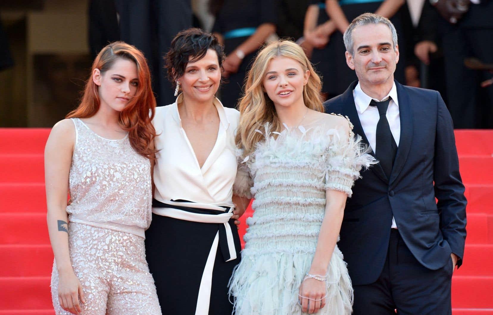Sils Maria, du cinéaste français Olivier Assayas, met en vedette Kristen Stewart, Juliette Binoche et Chloë Grace Moretz, qui ont foulé le tapis rouge vendredi à Cannes.