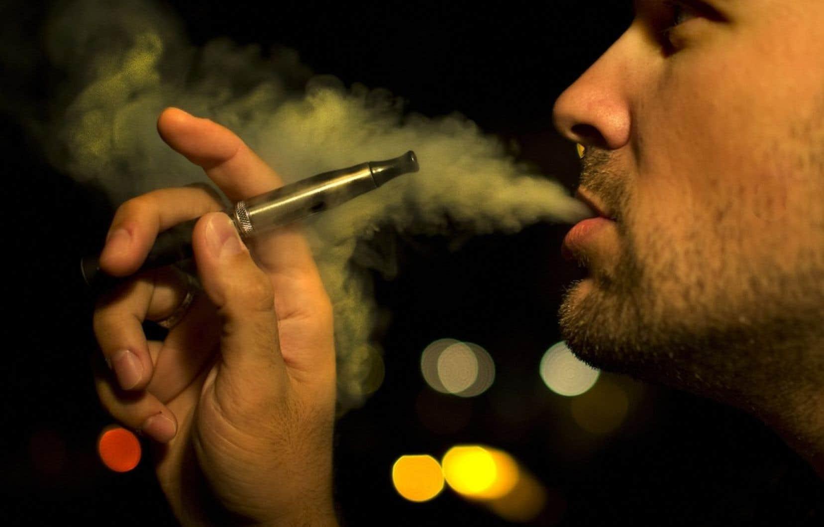 En avion, il est interdit d'utiliser une cigarette électronique.