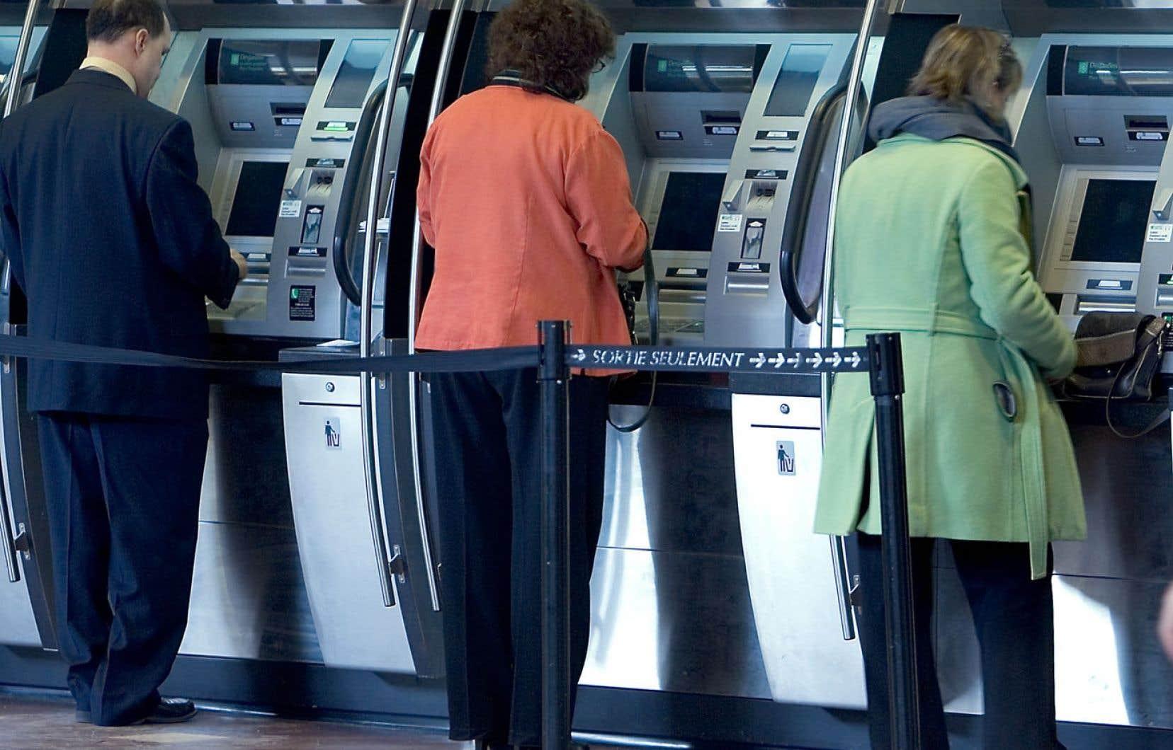 Option consommateurs note qu'il s'agit d'une économie minime puisque les plus démunis ont déjà droit à des comptes de base avec des frais mensuels de 4 $.