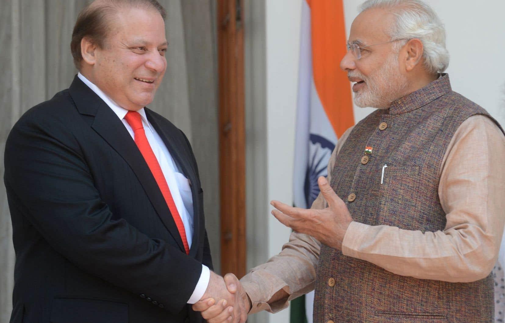 Nawaz Sharif (à gauche) et Narendra Modi.