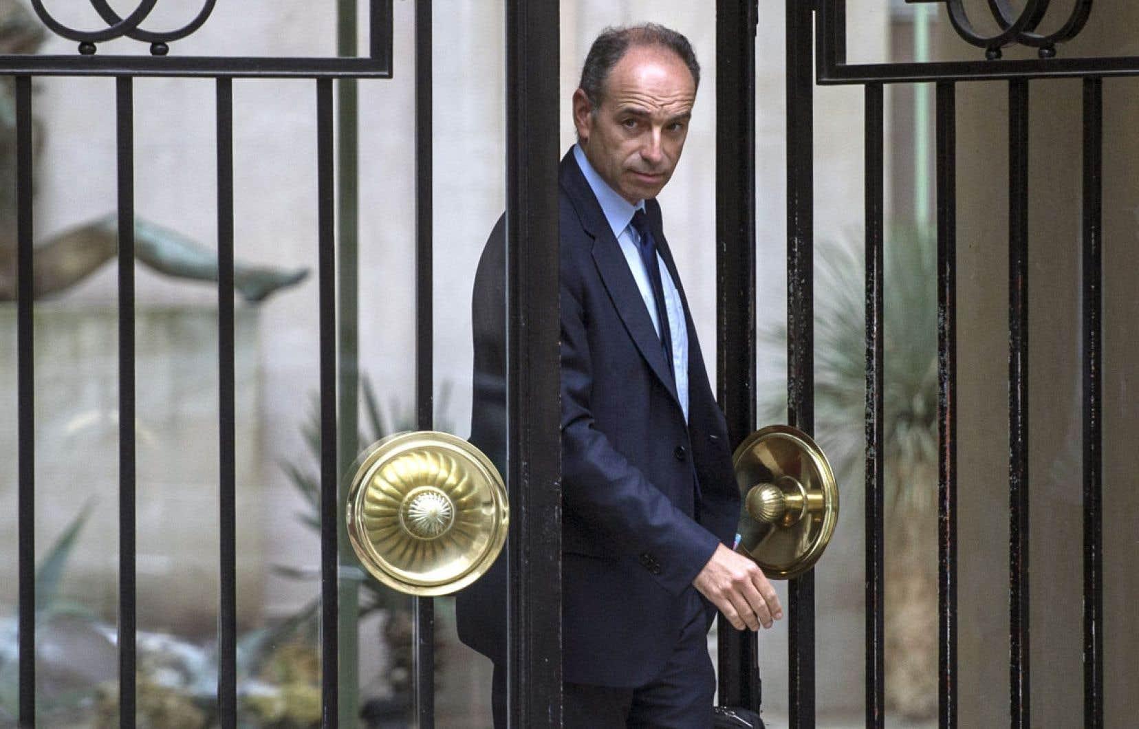 Jean-François Copé quittant sa résidence à Paris mardi. Il a été forcé d'abandonner la présidence de l'UMP.