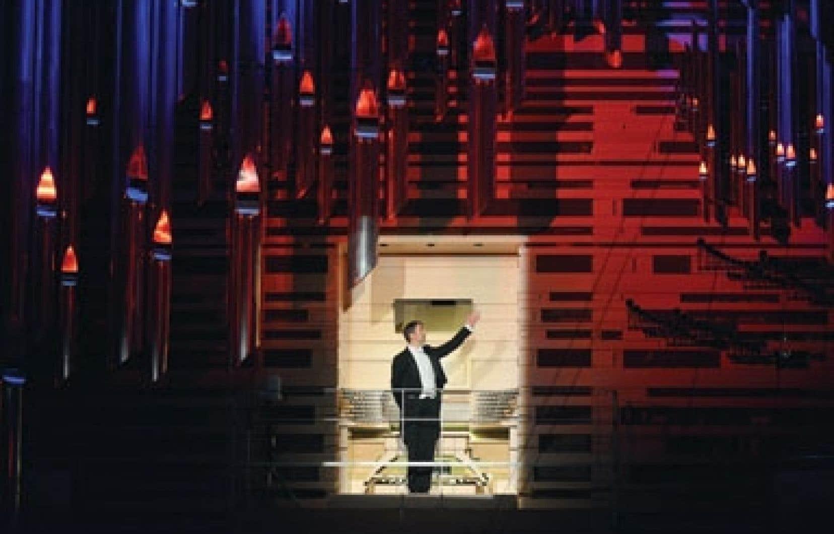 Olivier Latry, organiste émérite de l'OSM, présente le Grand Orgue Pierre-Béique lors du concert inaugural devant un parterre huppé.