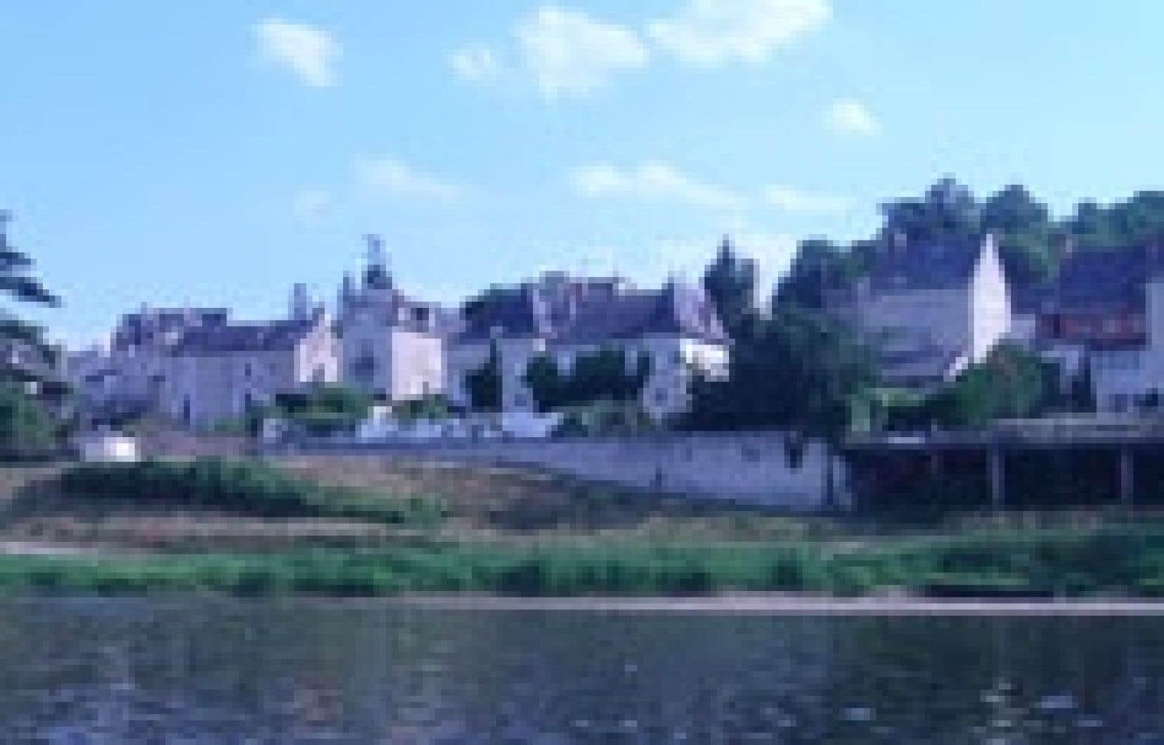 Le village de Montsoreau au bord de la Loire Photo: Isabelle Sauvineau