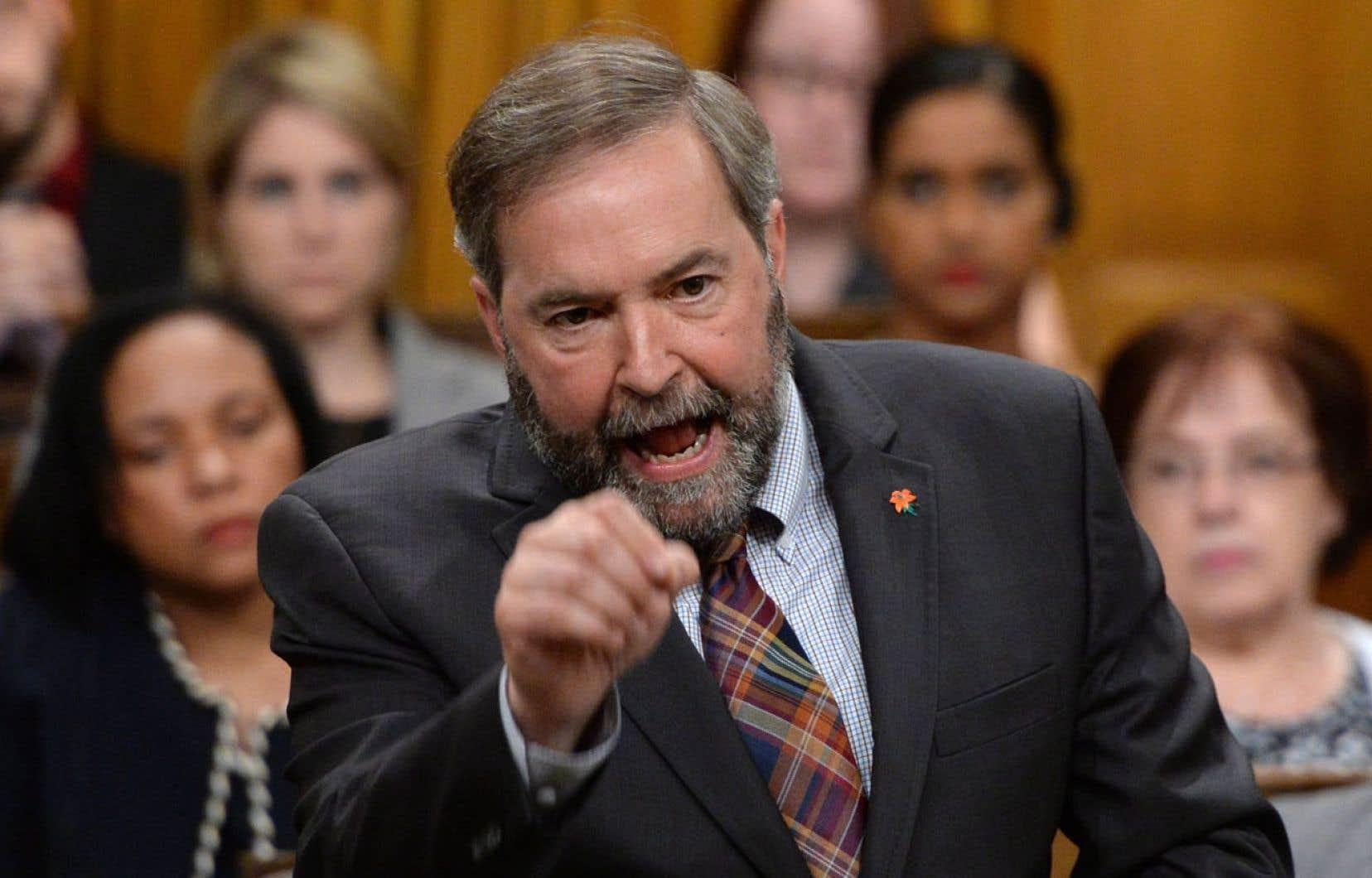 Le chef néodémocrate, Thomas Mulcair, s'inquiète de l'impartialité du commissaire Daniel Therrien, car celui-ci a contribué à l'élaboration de certains projets de loi sensibles.