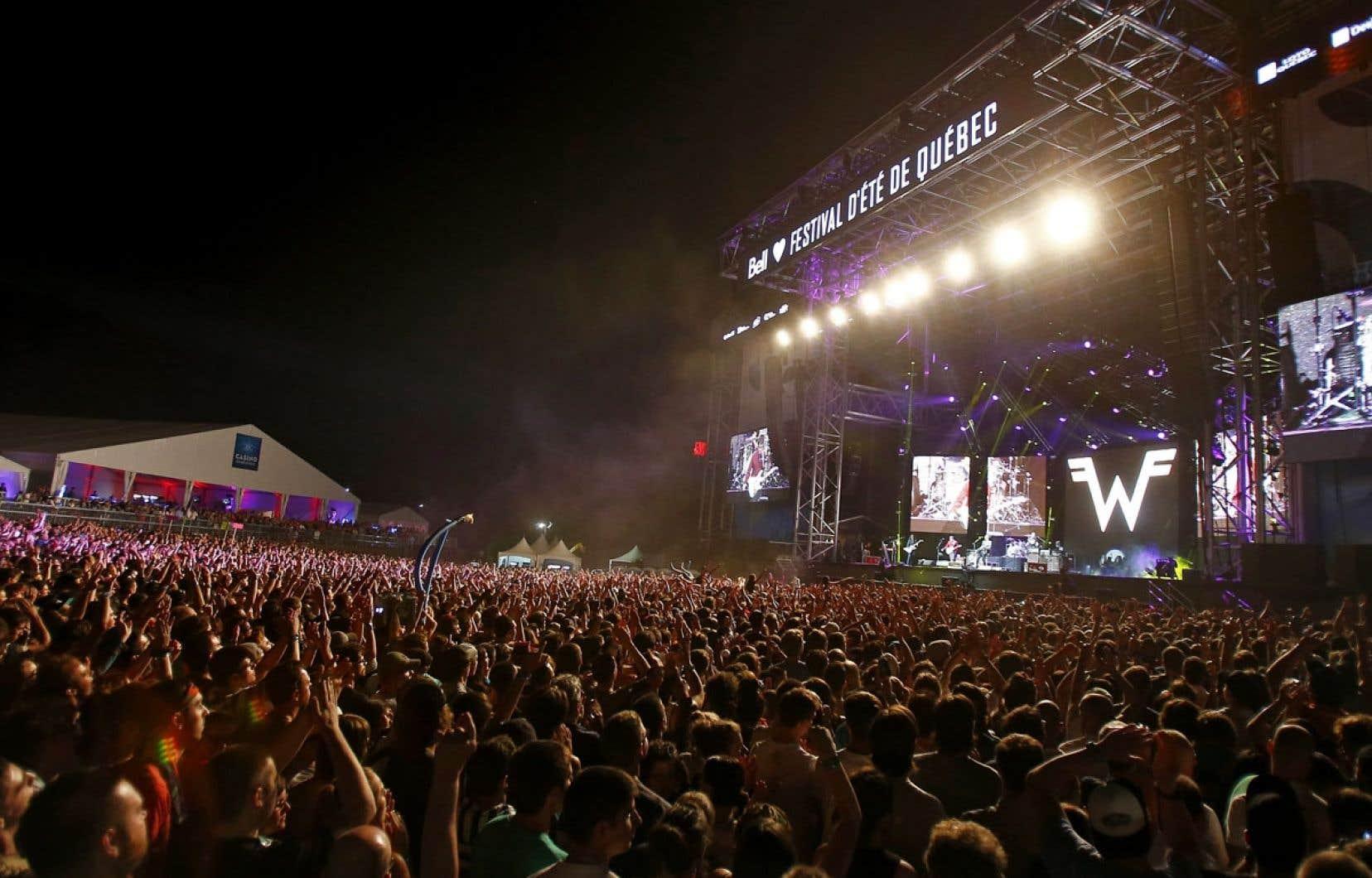 «Le Festival d'été, c'est tellement démocratique, populaire, ça appartient à la population [...] il ne doit y avoir aucune conséquence négative sur le Festival par suite de l'arrivée de Québecor», explique le maire Labeaume.
