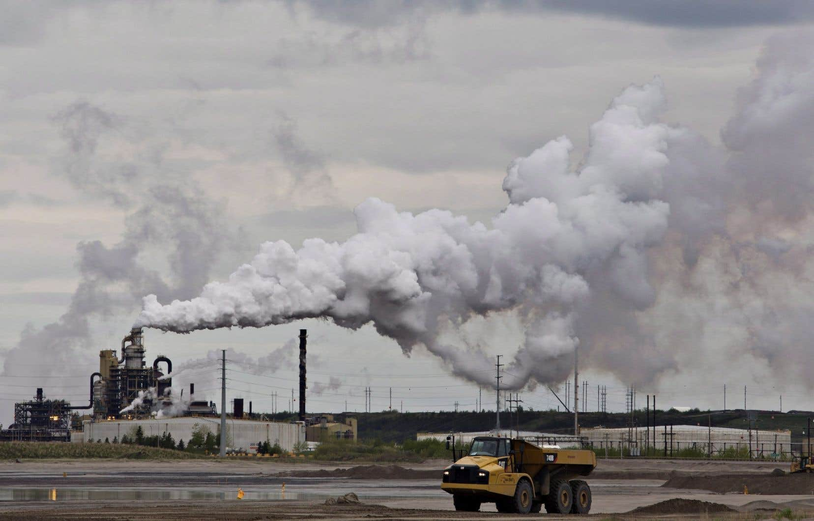 Extraction de sables bitumineux près de Fort McMurray, en Alberta