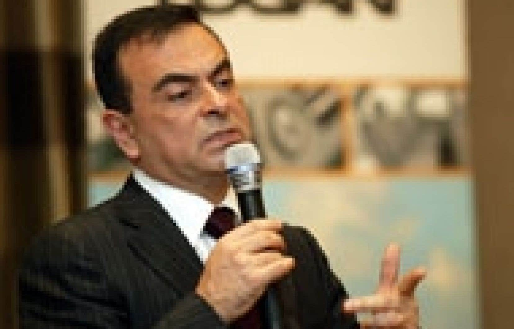Carlos Ghosn assume la présidence de Nissan et de Renault.