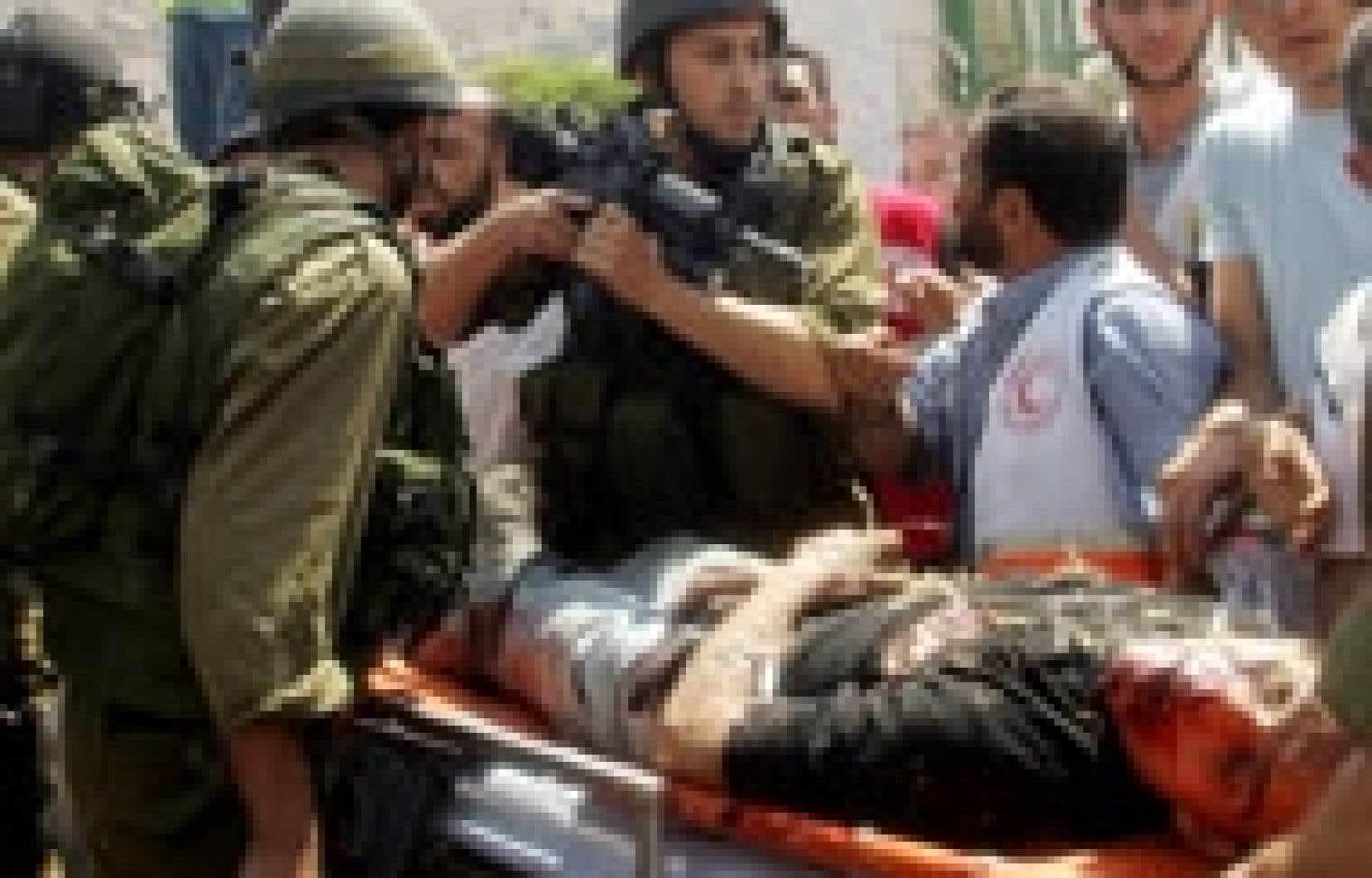 Vive discussion autour du cadavre d'un militant palestinien à Naplouse, en Cisjordanie.