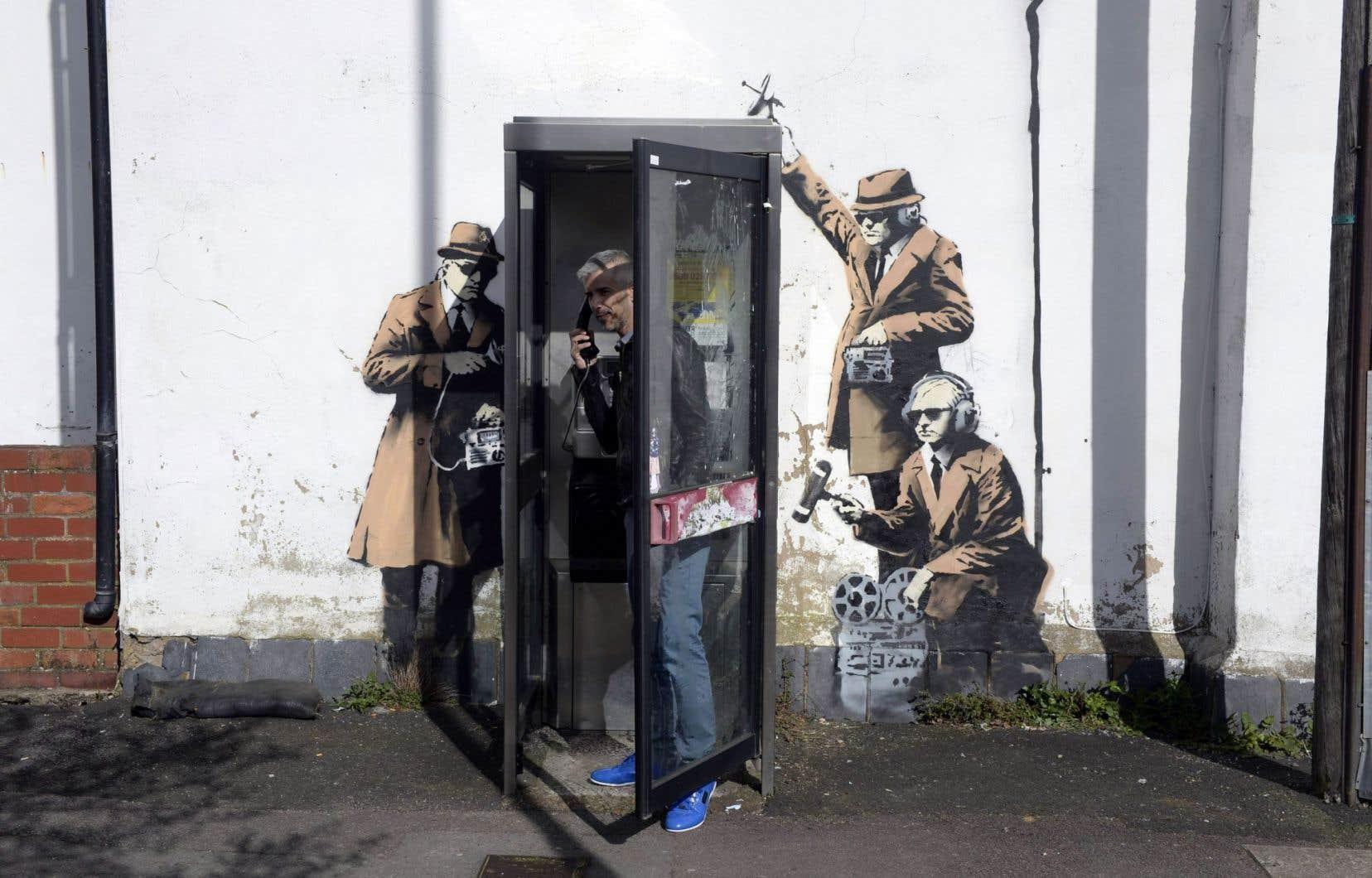 Placée sous les fenêtres des espions britanniques, cette œuvre revendicatrice est bien une création de l'artiste Banksy.