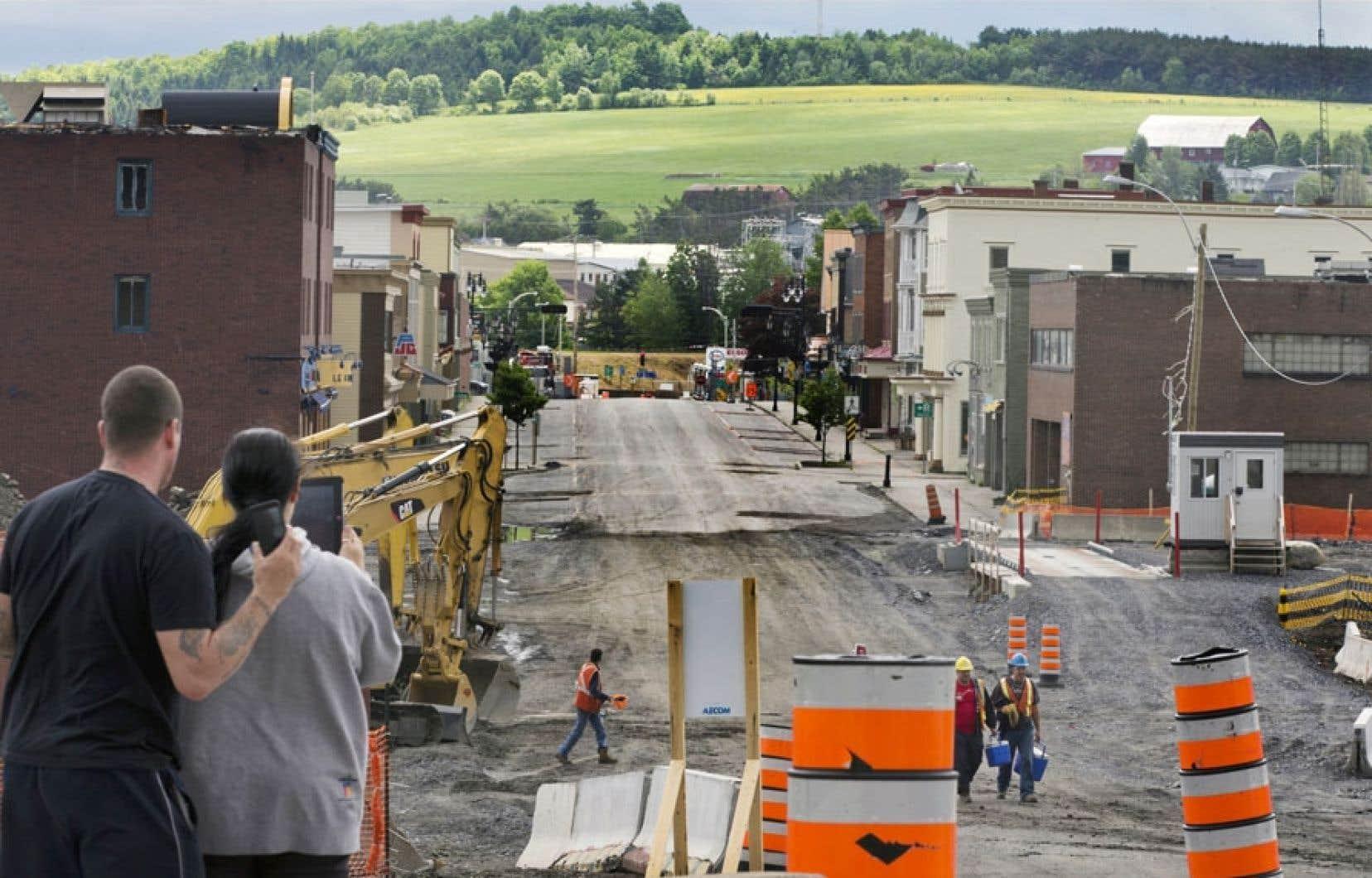 La reconstruction du centre-ville doit d'abord passer par l'étape de la décontamination des sols imbibés de pétrole. Une tâche titanesque qui ne se terminera qu'à la fin de 2014, selon les prévisions les plus optimistes.