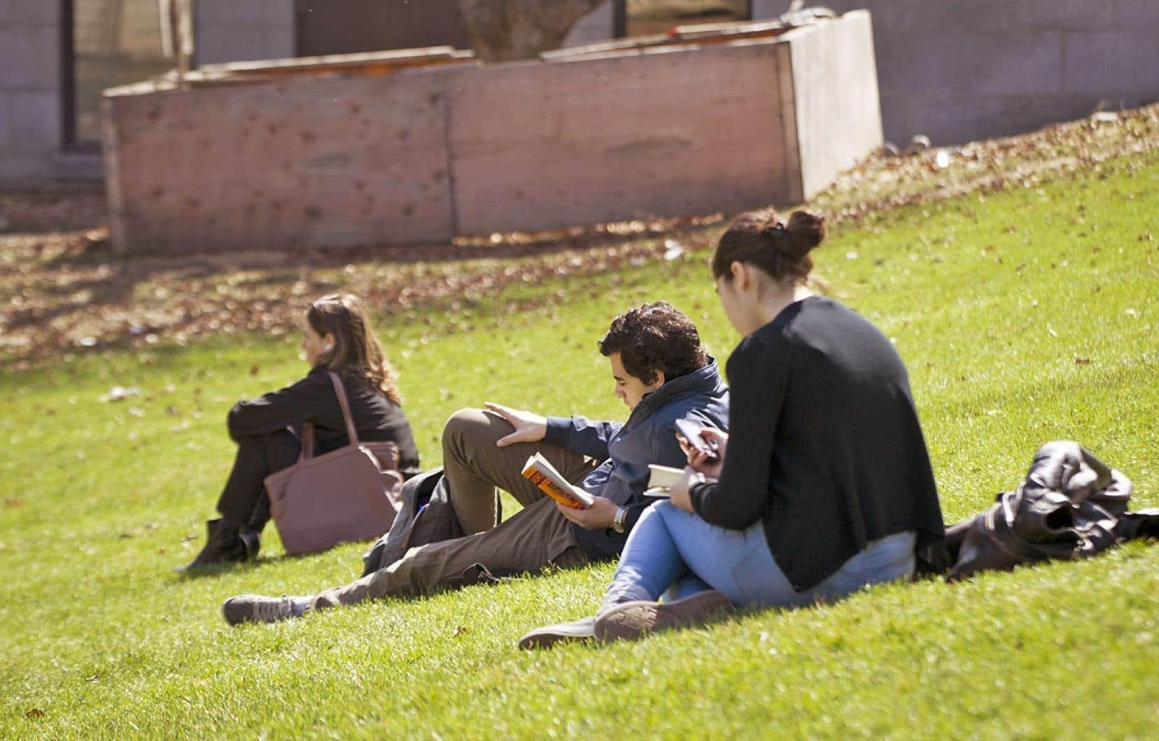 Les étudiants qui ne peuvent se permettre de travailler gratuitement perdent des occasions de réseautage, déplore Yolen Bollo-Kamara, présidente de l'Association étudiante de l'Université de Toronto.