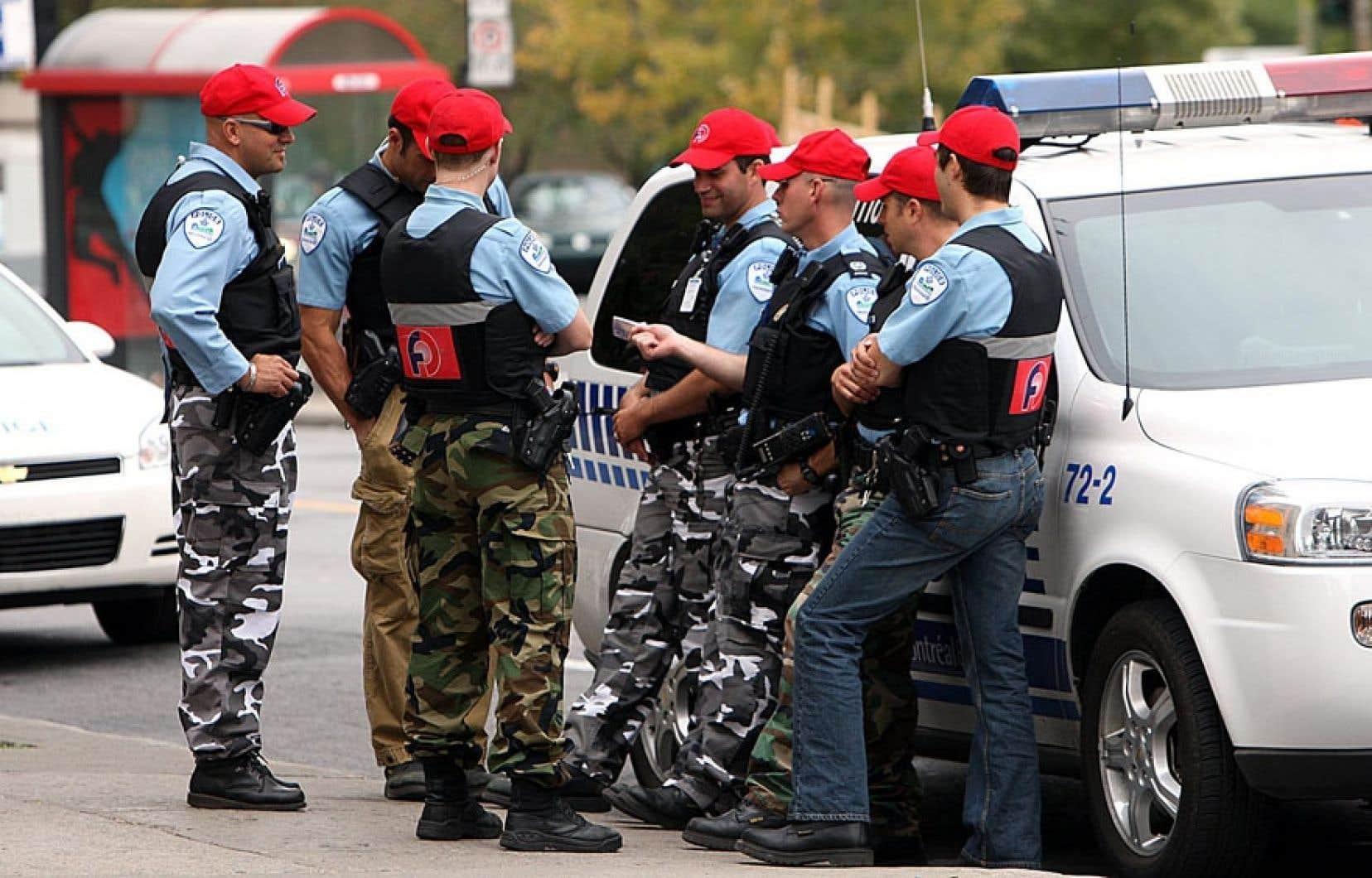 Les policiers montréalais avaient eu recours au port du pantalon «non réglementaire» en2008 eten 2009, alors qu'ils étaient sans contrat de travail depuis des années.