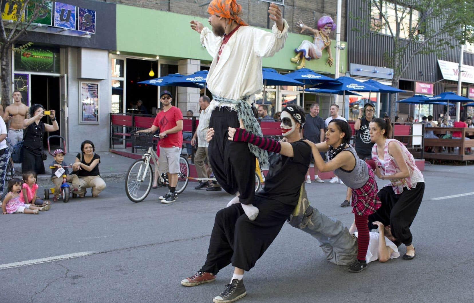 Chaque année, le cirque Hors Piste accueille en moyenne 200 jeunes pour participer à leurs divers ateliers burlesques.