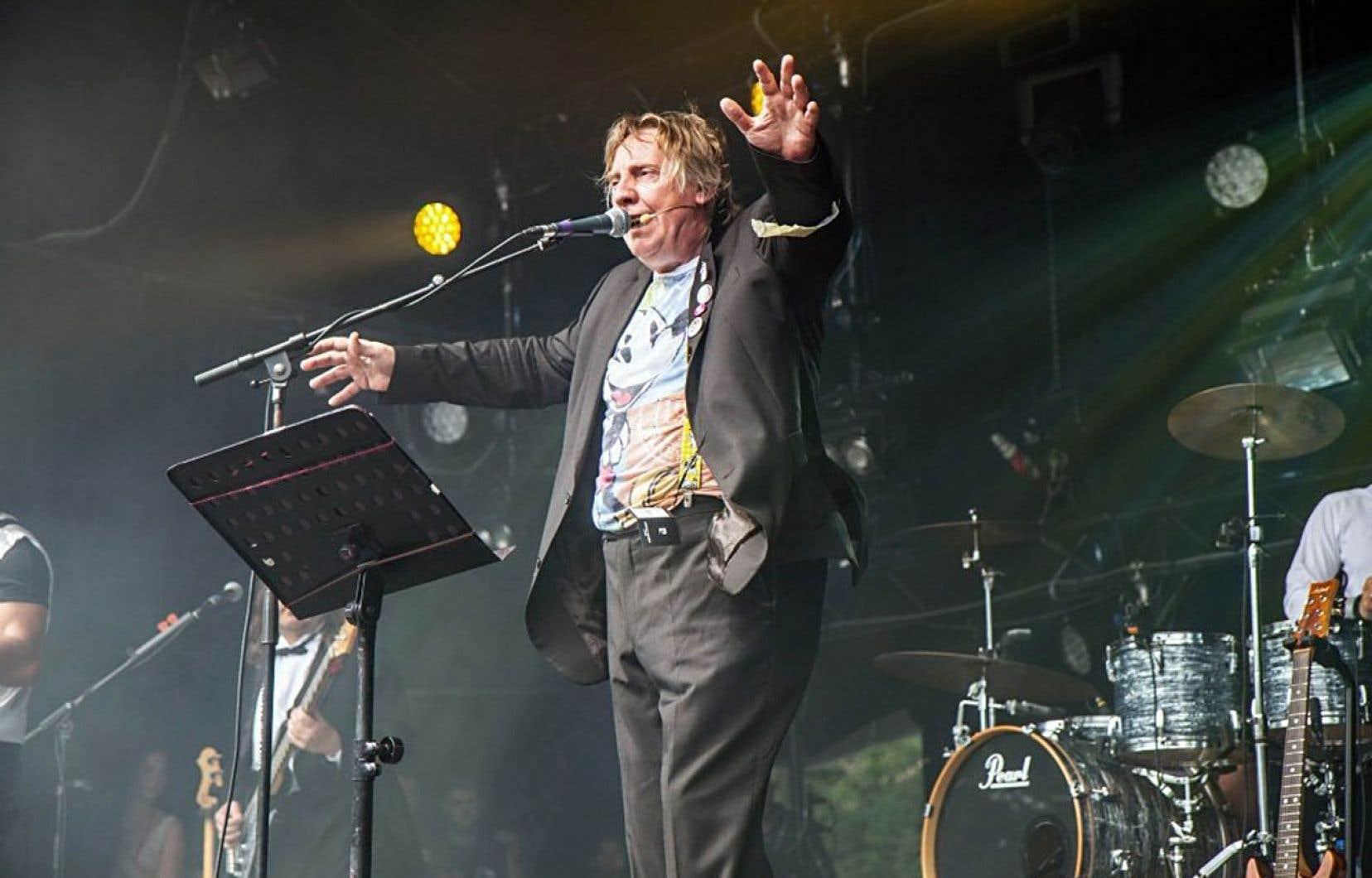 Le chanteur belge Jean-Luc Fonck, du groupe Sttellla, en concert samedi sur la grande scène des 21es Francofolies de Spa