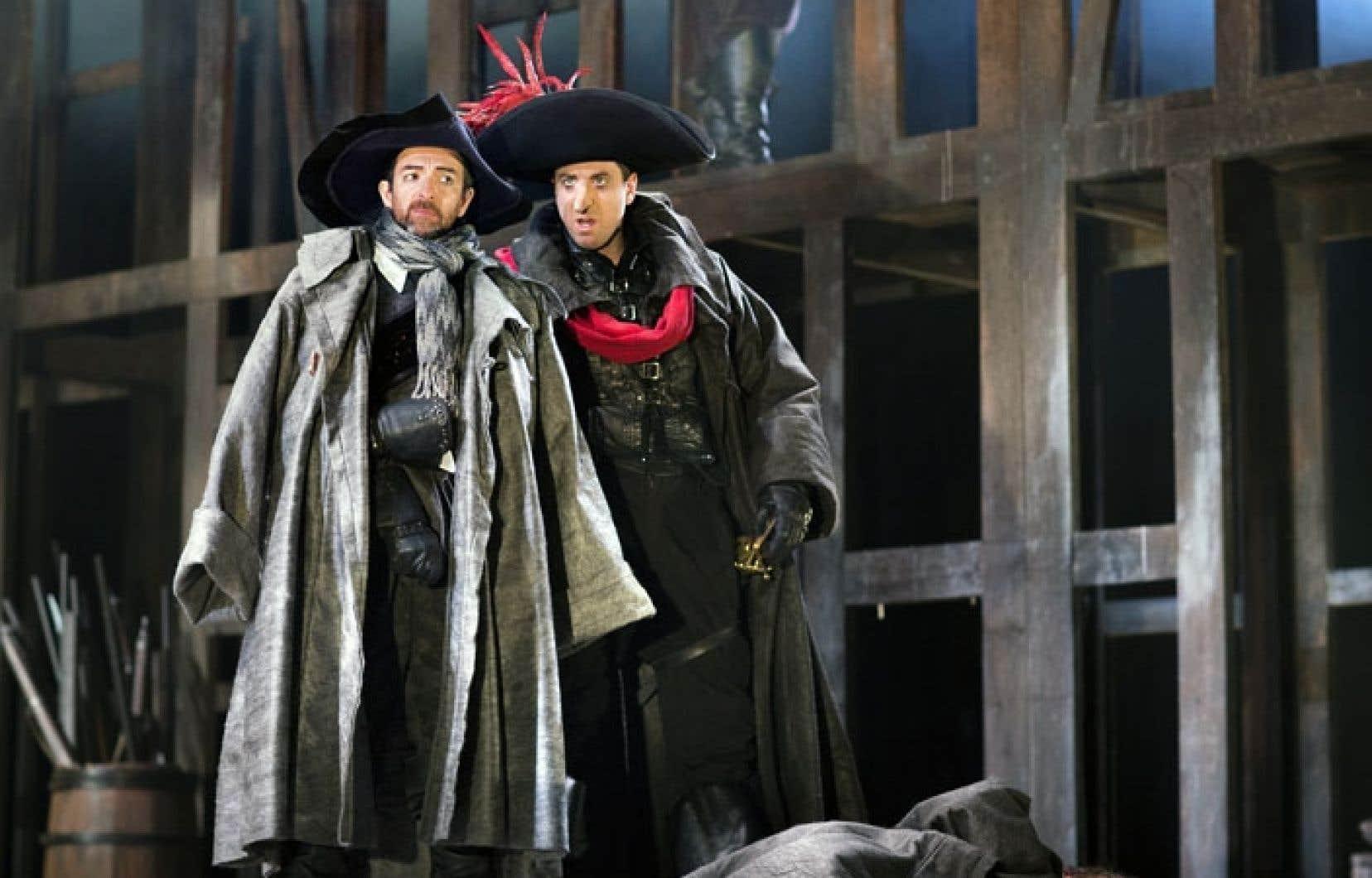 Luc Bourgeois et Patrice Robitaille font partie de la distribution de la pièce présentée au TNM Cyrano de Bergerac, qui se démarque par la précision de sa mise en scène et la rigueur classique de l'interprétation.