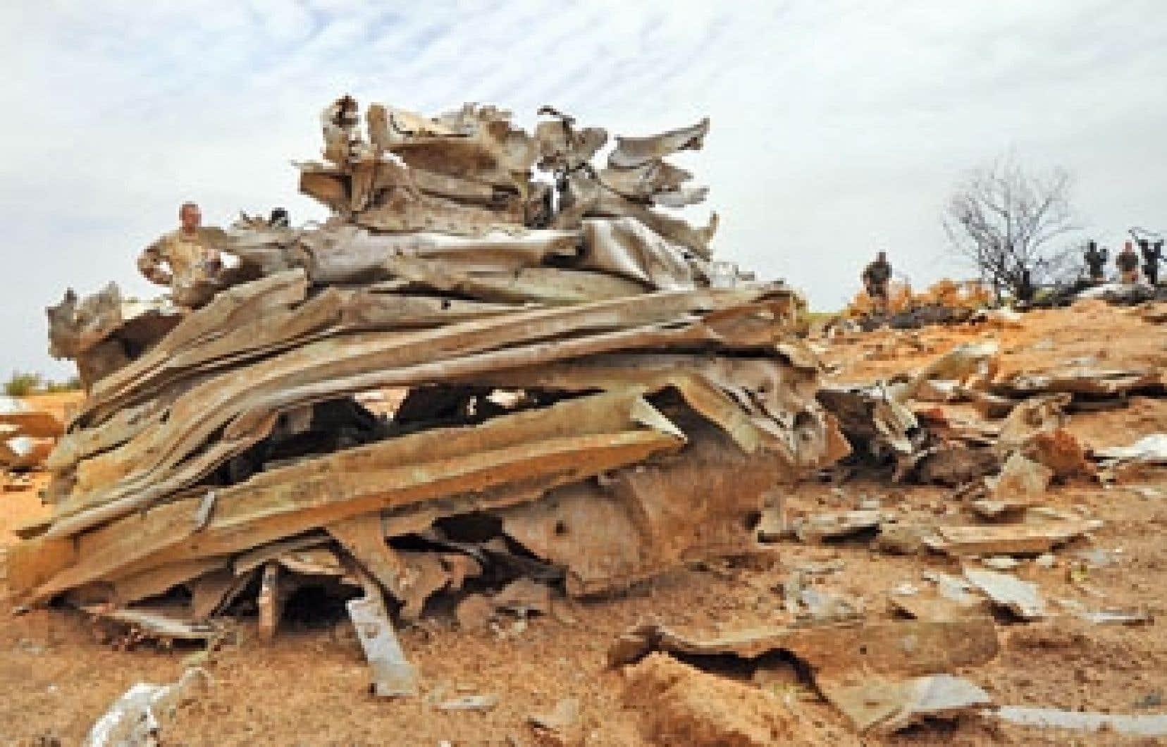 Des débris de l'avion d'Air Algérie, près de Gao