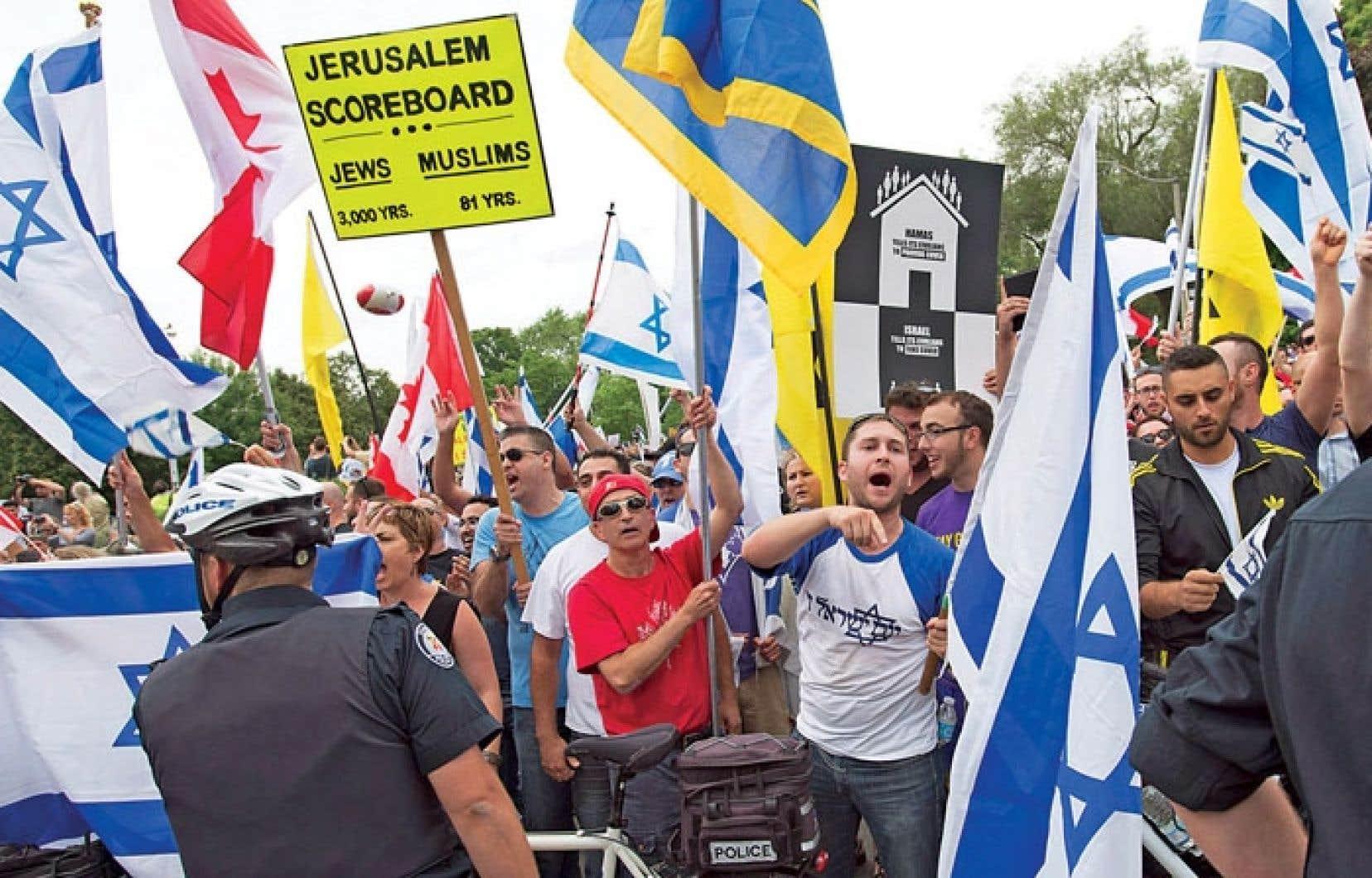 Des membres de la Ligue de défense juive ont pris part à une contre-manifestation samedi à Toronto.