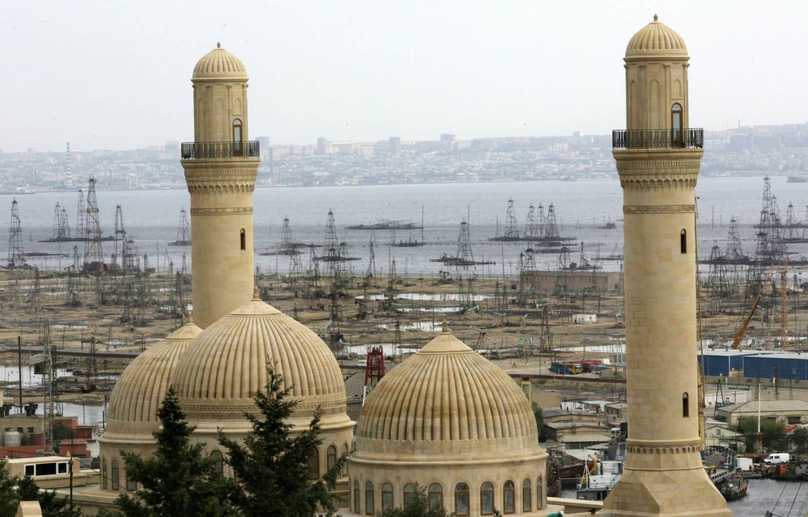 La mosquée Bibi-Heybat est une mosquée chiite, située à côté de la baie de Bakou, en Azerbaïdjan.