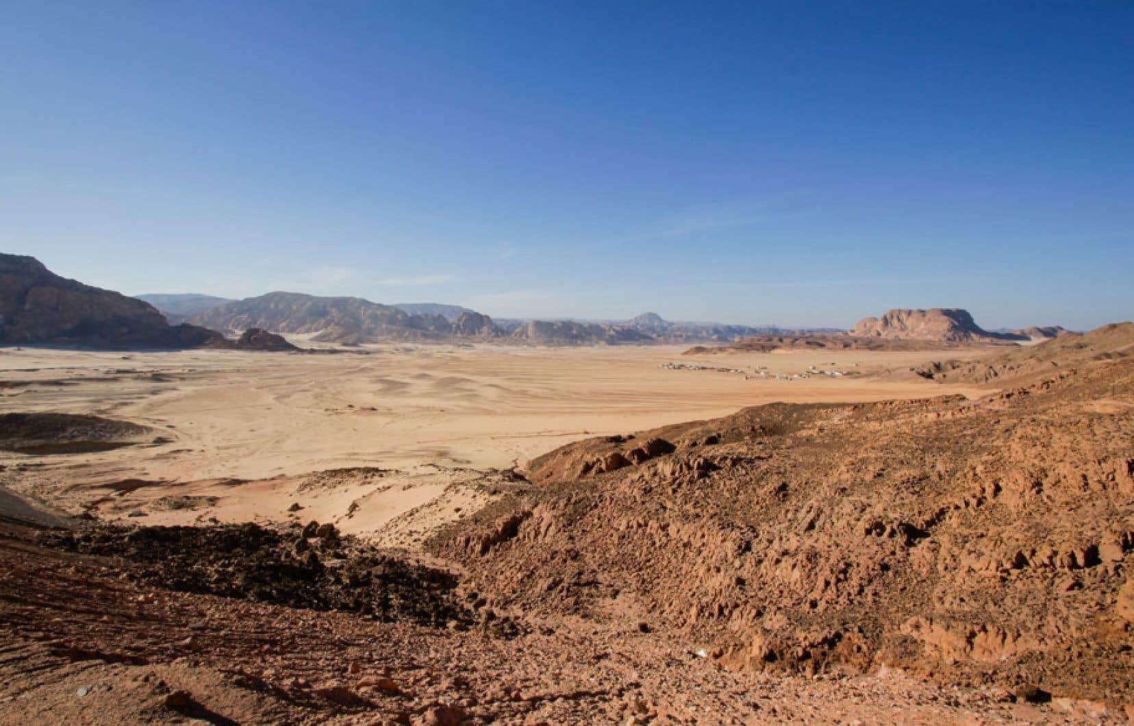 L'écriture utilisée pour l'inscription n'était attestée jusqu'alors que dans le nord du Hedjaz, dans le Sinaï (notre photo) et au Levant.