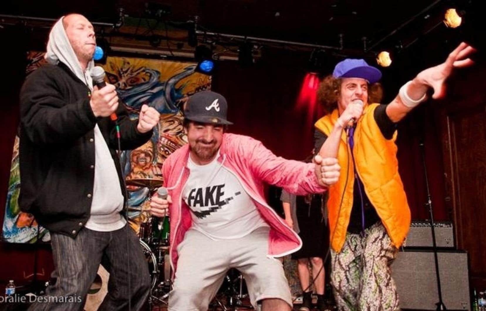 Le groupe Alaclair ensemble, qu'écoute (et apprécie) le rappeur Rod le Stod.