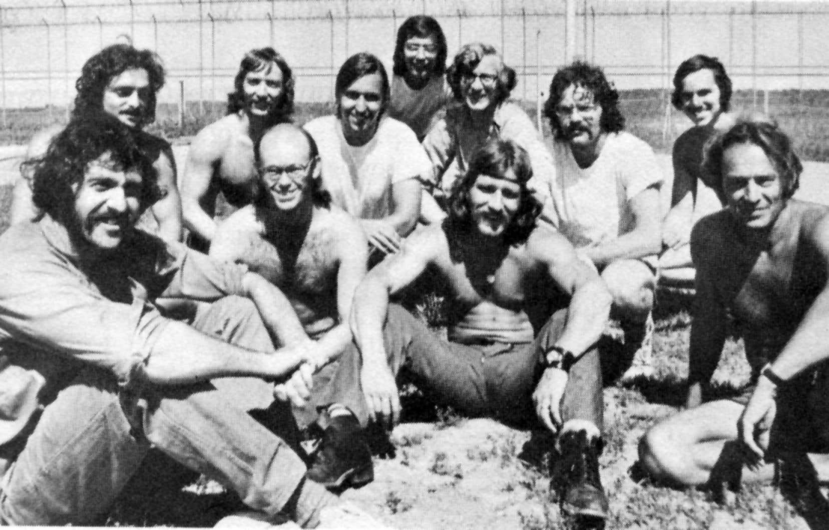 Des membres du FLQ au pénitencier de Sainte-Anne-des-Plaines en 1975. François Schrim est à l'extrême droite.