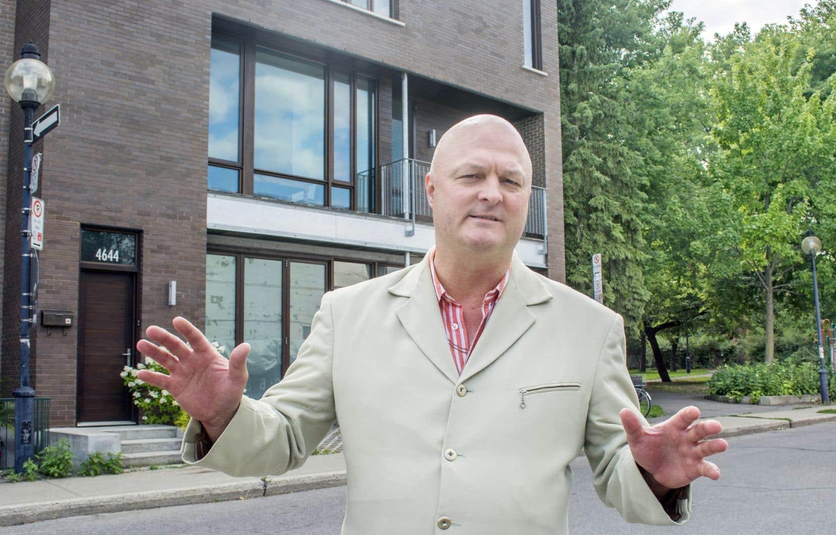 Michel Brûlé, lui, dit avoir maille à partir avec le Plateau-Mont-Royal qui lui refuse le droit de doter sa propriété d'un garage.