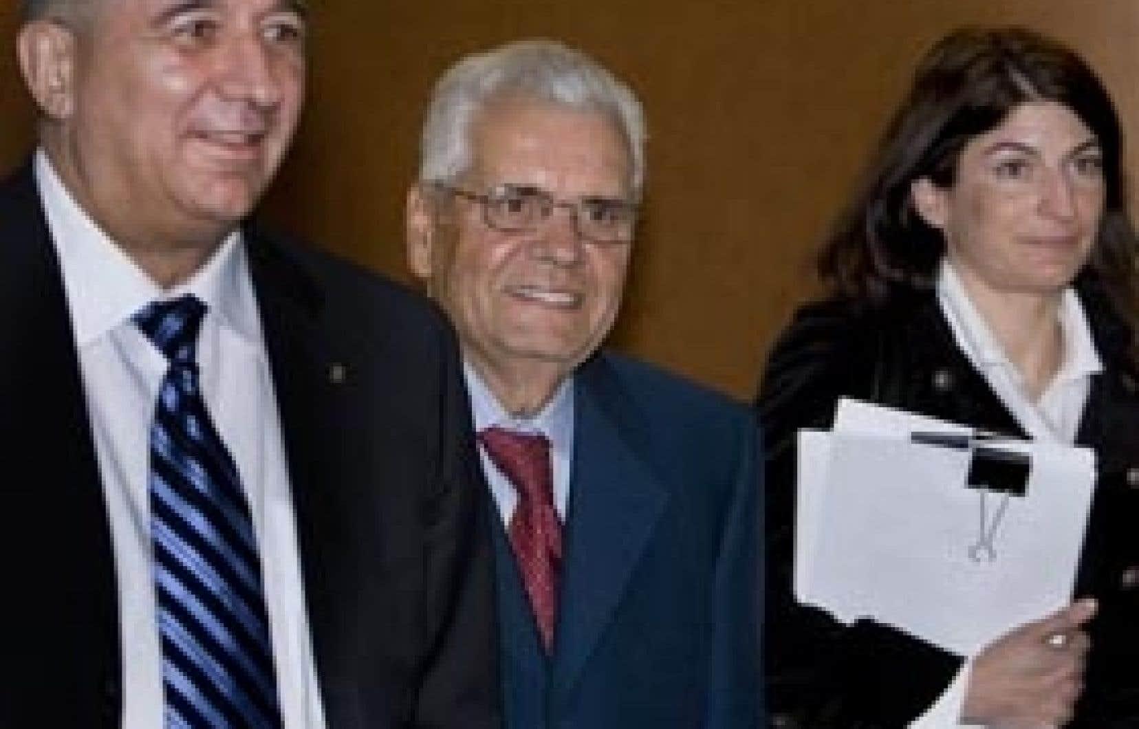 Alfonso Gagliano, au centre, réclame 8,5 millions du gouvernement fédéral à la suite de son renvoi comme ambassadeur au Danemark.