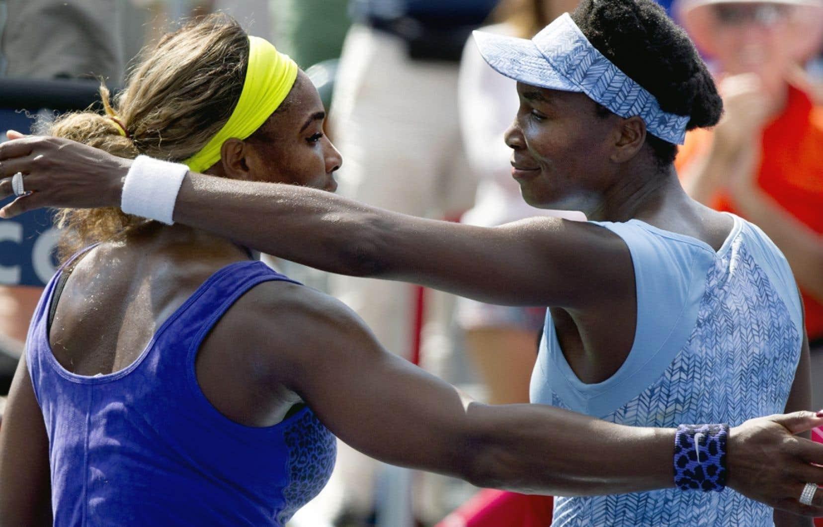 Cette victoire met aussi fin à une série de cinq revers de Venus (à droite sur la photo) contre sa soeur, une séquence qui remontait à 2009.