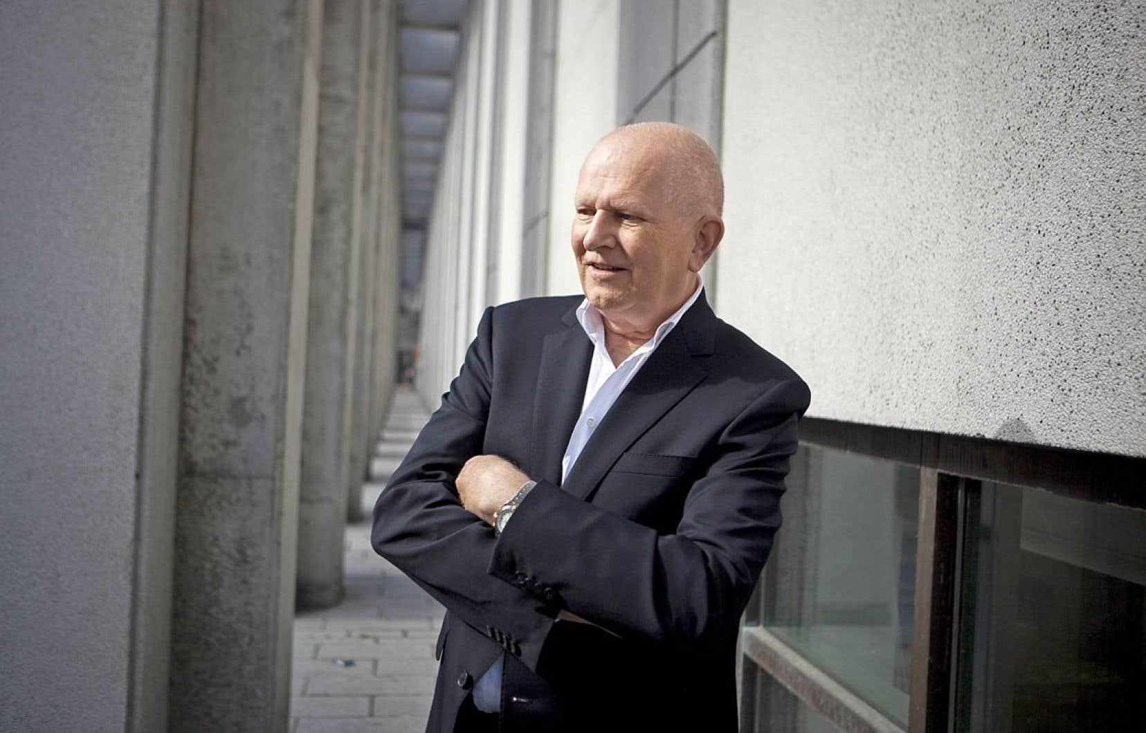 Frédéric Metz était professeur et membre fondateur de l'École de mode et du Centre de design à l'Université du Québec à Montréal.