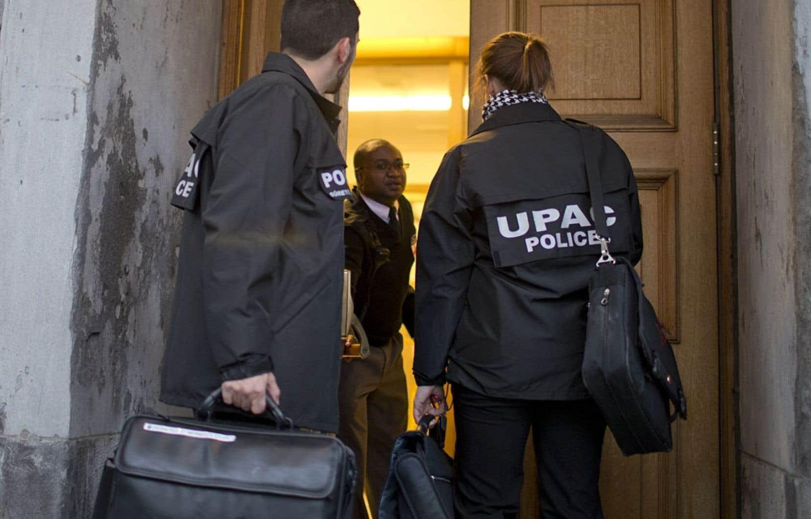 L'UPAC cherchait à faire la lumière sur le voyage en France effectué en 2009 par le maire Roussy, tous frais payés par la firme Roche.