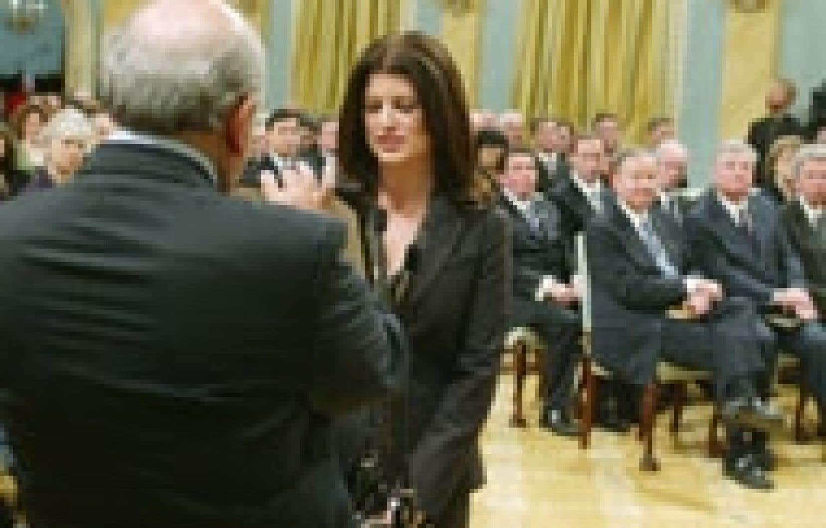 Rona Ambrose a été assermentée lundi à titre de ministre de l'Environnement dans le cabinet Harper.