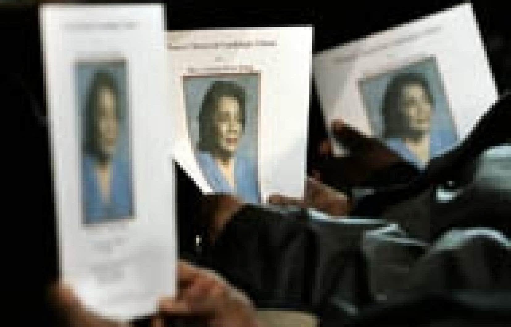 George W. Bush a modifié son programme de la semaine à venir pour assister demain aux obsèques de Coretta Scott King, la veuve de Martin Luther King, qui a passé sa vie à défendre l'héritage politique de son mari en luttant pour les droits des min