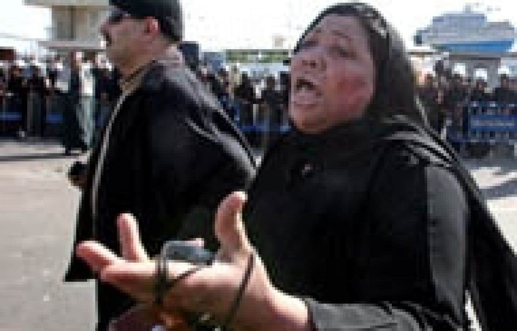 Cette Égyptienne pleurait, hier, la disparition de son époux dans le naufrage du ferry, vendredi.