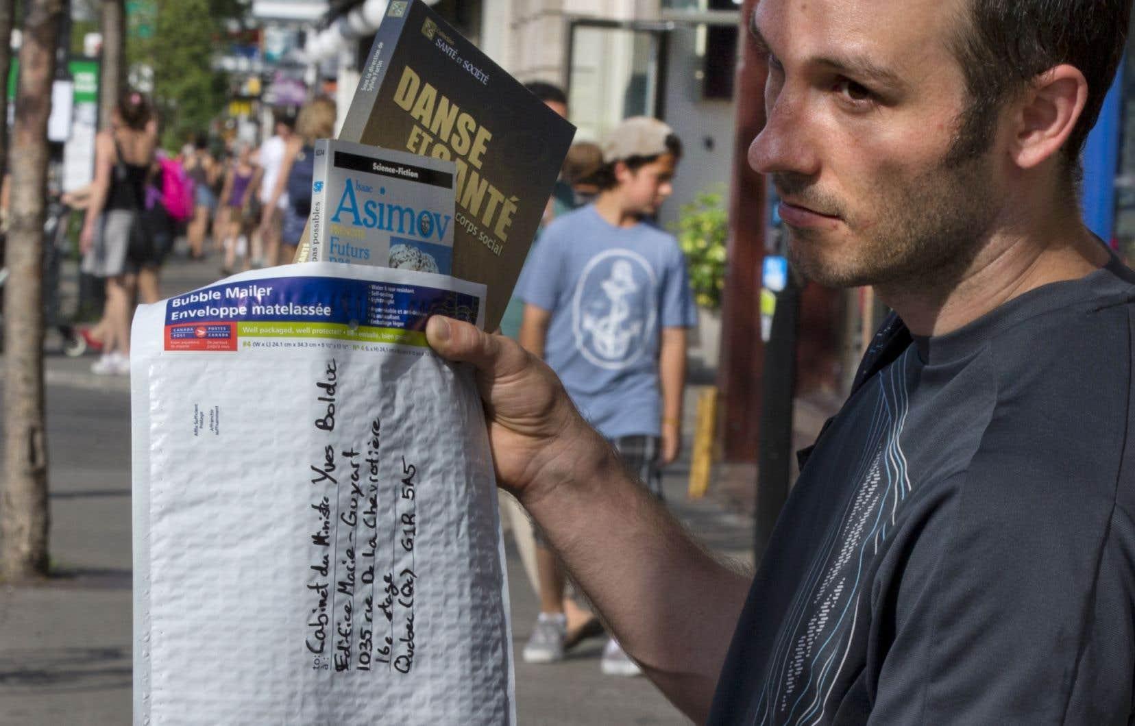 Sébastien Talbot espère que le ministre Bolduc recevra des milliers de livres par la poste.
