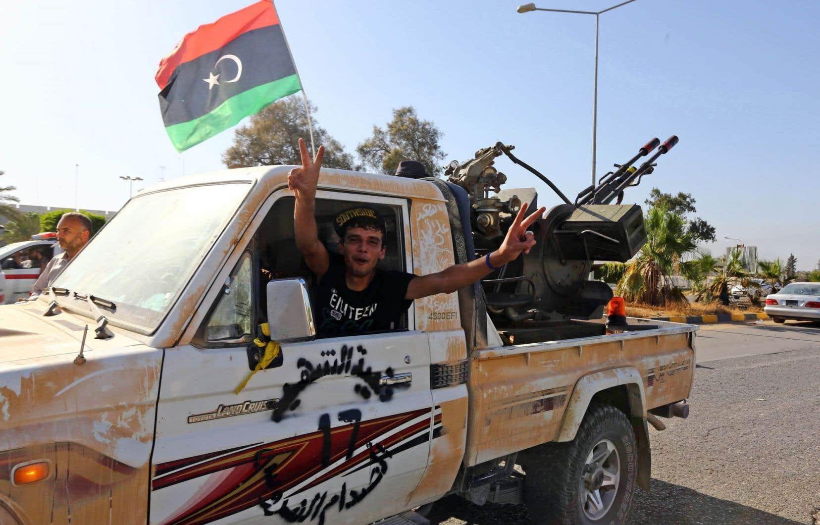 Dans cette guerre ouverte, des milices djihadistes comme Fajr Libya (Aube de la Libye) ont cherché a sécuriser leur position en délogeant notamment les miliciens de Zenten de l'aéroport de Tripoli.