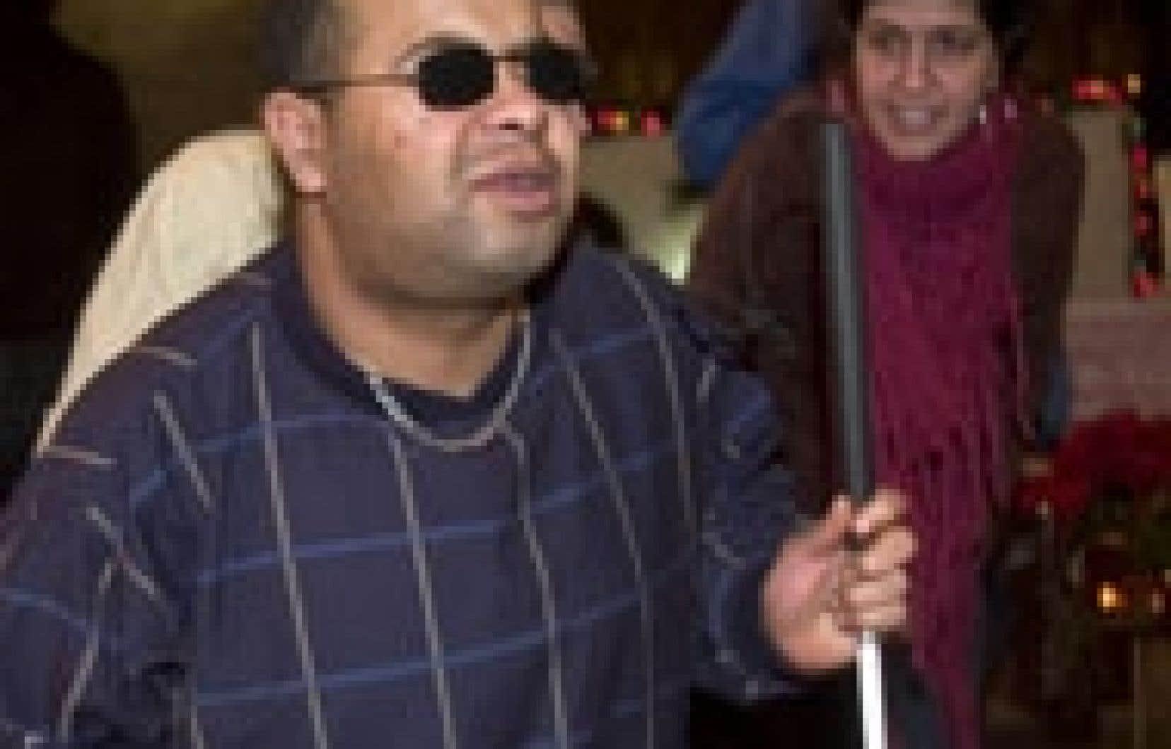 Aveugle, diabétique, sans travail ni famille, Abdelkader Belaouni, un Algérien musulman, a trouvé refuge dans une église catholique du quartier Pointe-Saint-Charles, son dernier espoir d'échapper à l'expulsion vers les États-Unis.