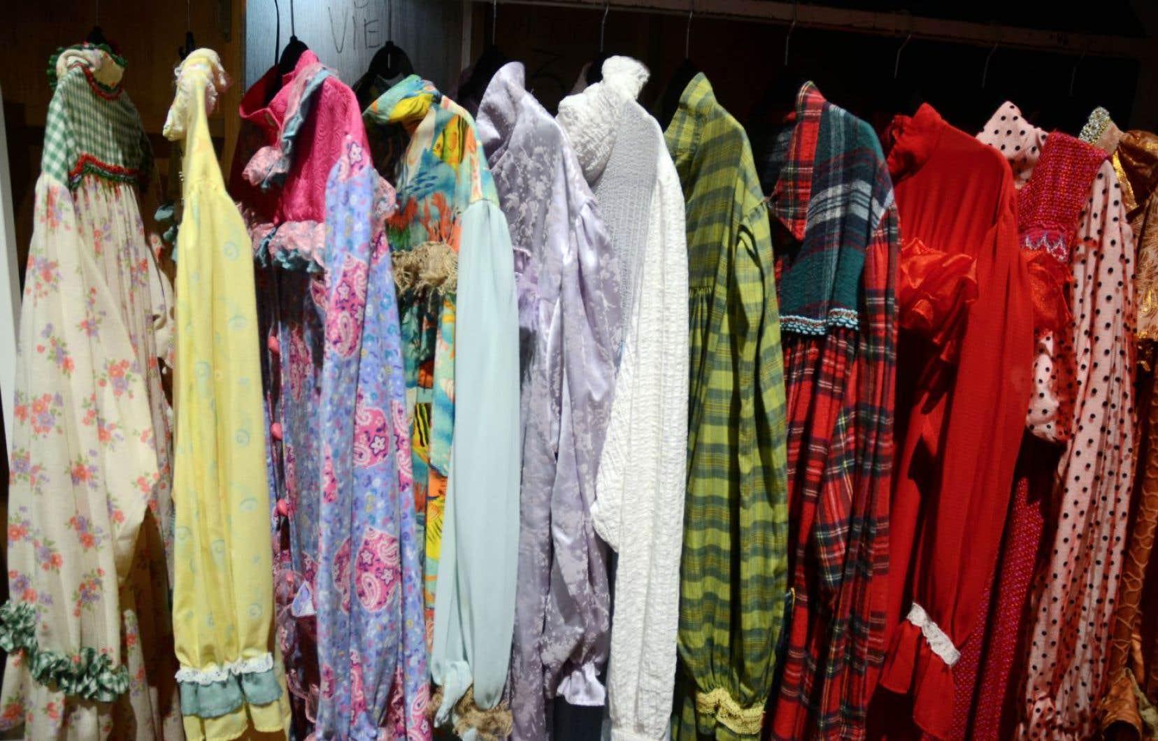 Une collection de jaquettes portées par le personnage de Môman dans l'émission La petite vie, à voir une dernière fois au Musée québécois de la culture populaire.
