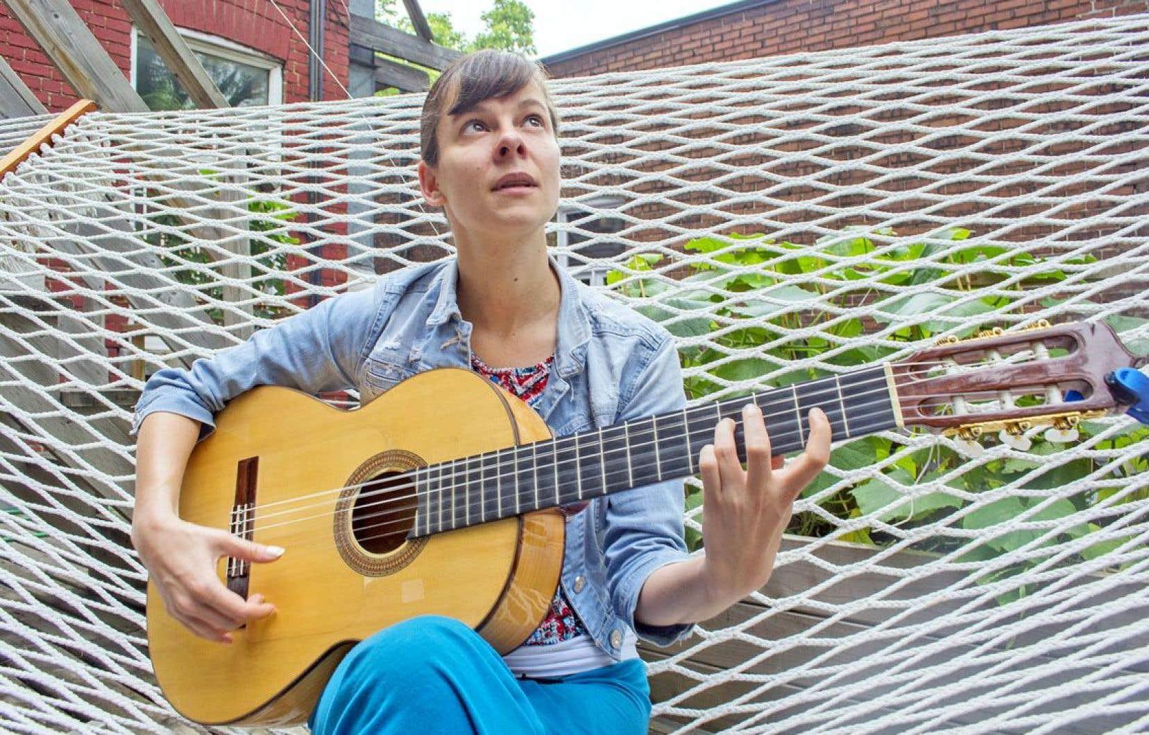 Caroline Planté a commencé jeune dans le métier. À l'âge de 7 ans, elle accompagnait son père dans les tablaos flamencos et composait ses premières falcettas.