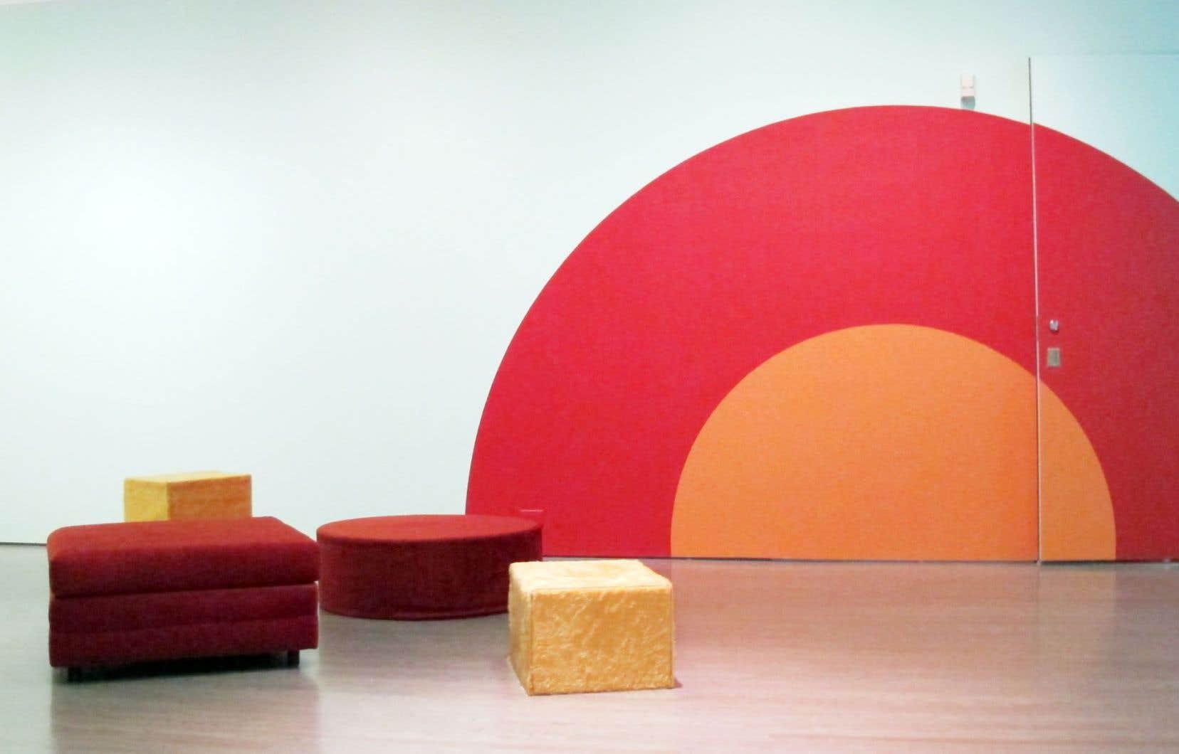 Dans le cadre de l'exposition Just Watch Me, la galerie de l'Université Concordia se métamorphose en café des années 1960…
